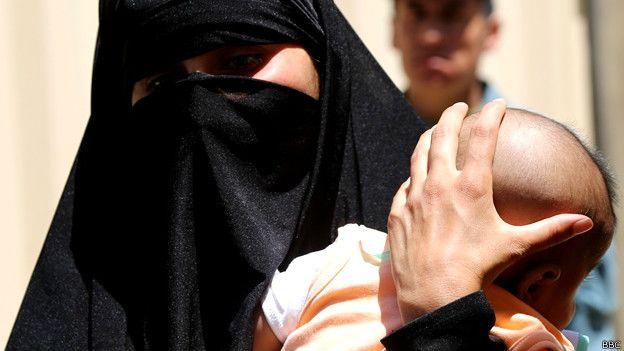 تجاوز پدر به دخترش و حامله شدن دختر توسط پدرش