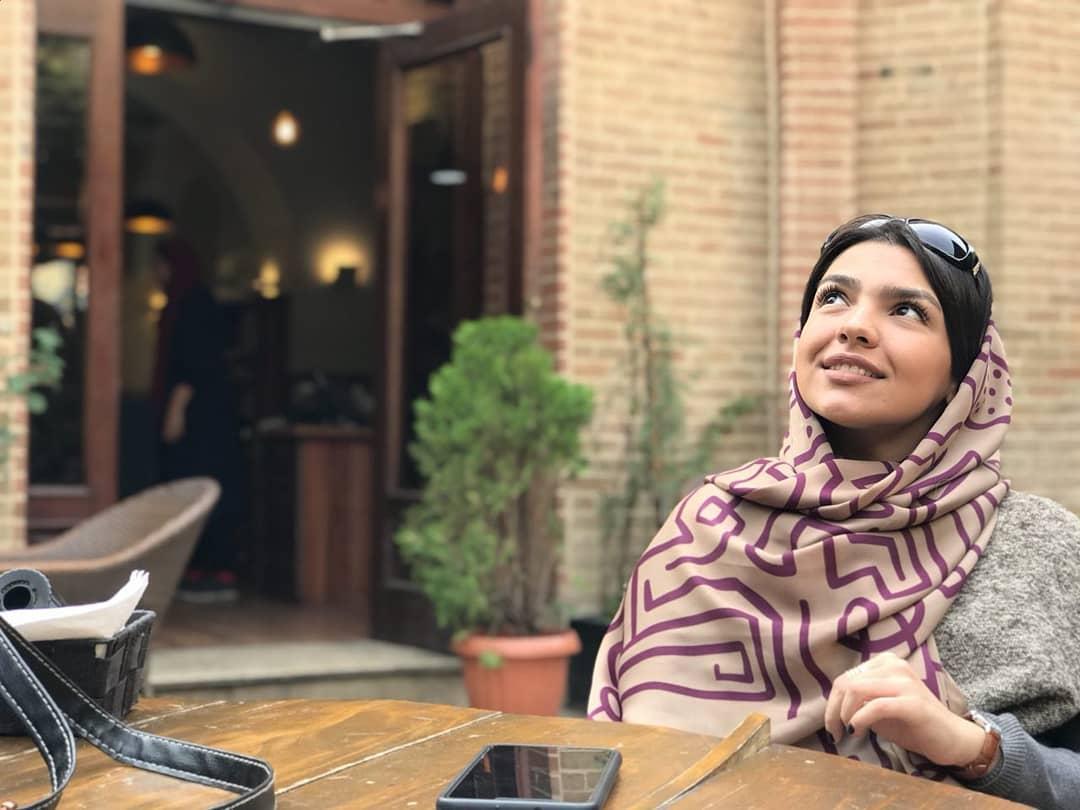مهرناز پشتیبان بازیگر سریال دریا نزدیک است